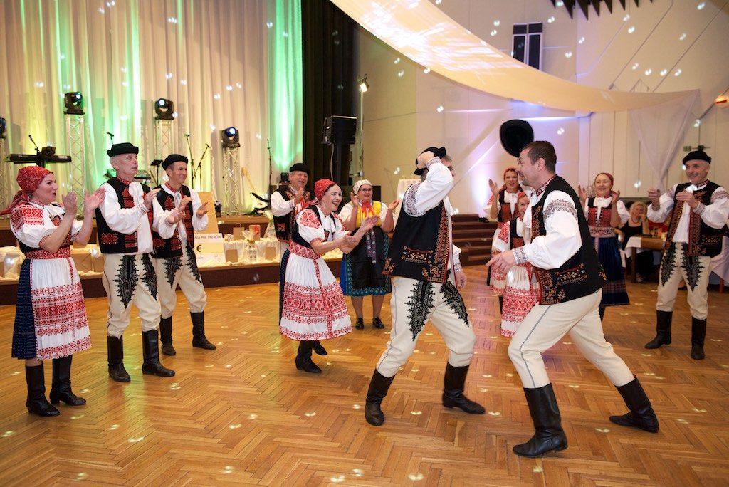 Na plese KO JDS v Trenčíne sa plesalo aj v krojoch
